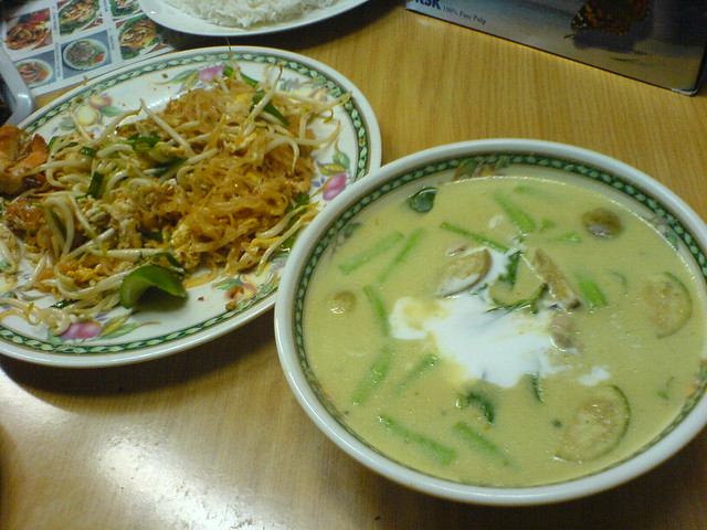 phad thai and green curry
