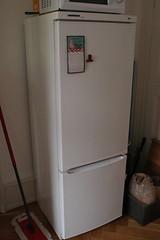 kitchen appliance(1.0), refrigerator(1.0), major appliance(1.0),