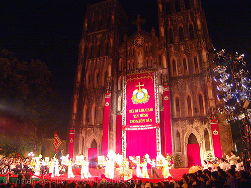 8664 - vietnam - Celebration in front of the Cathedral