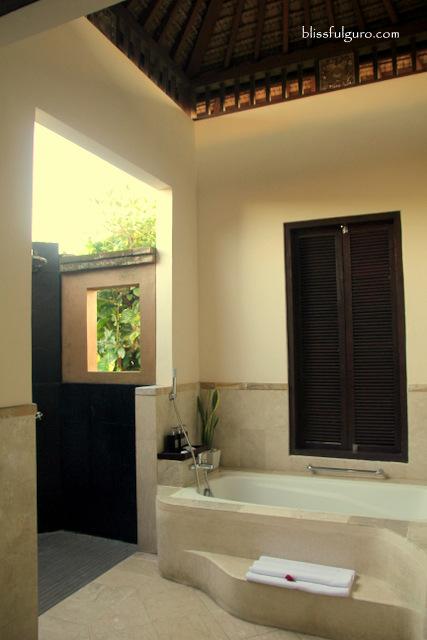 Bebek Tepi Sawah Villas Bali Batuan Villa Toilet and Bath
