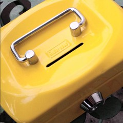 Die gelbe Kasse mit dem Schlitz #teamschnipsflausch #sammeln #Asche #Moneten #Pinkepinke #Geld #Heidelberg #Team #Laufen und #sammeln gegen #Krebs #NCT #bcrn15 am 10. Juli im Neuenheimer Feld. Infos siehe http://schnipsflaus.ch