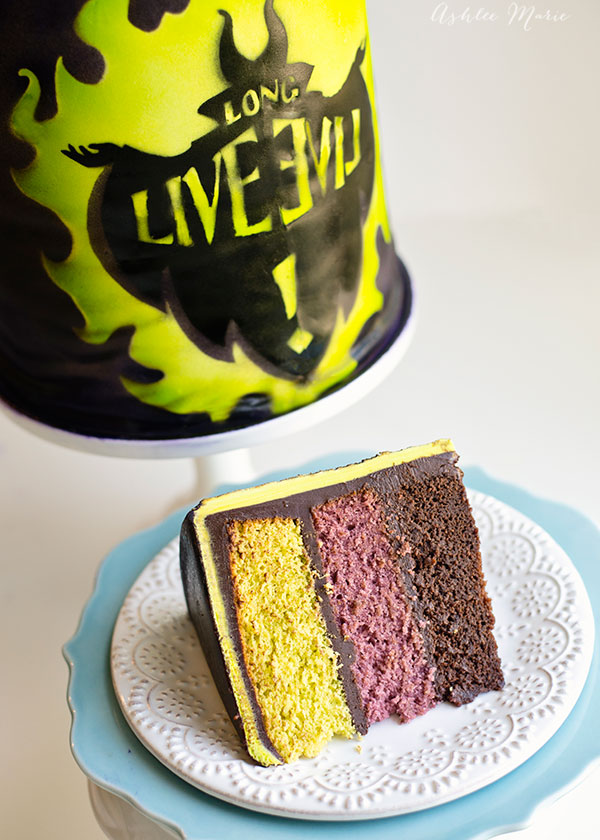 pistachio, cherry and chocolate cake, delicious and perfectly colored for an evilicious disney descendants party cake