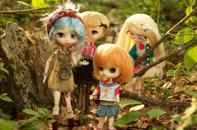 4 friends take a walk in the woods