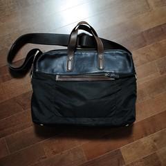 brand(0.0), bag(1.0), brown(1.0), handbag(1.0), leather(1.0), tote bag(1.0), baggage(1.0),