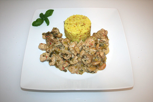 55 - Kashmir chicken curry with lime coconut rice - Served / Kaschmir-Hähnchencurry mit Limetten-Kokosreis - Serviert