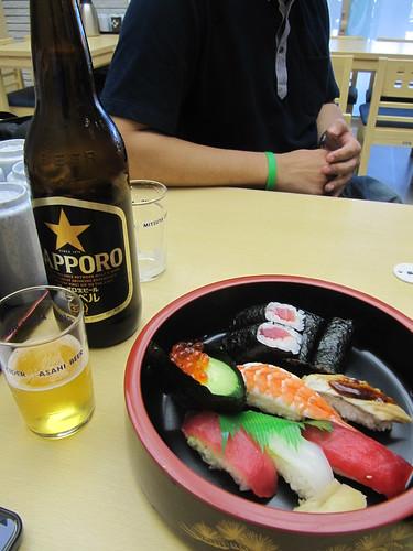 中京競馬場の寿司とビール