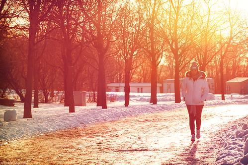 montreal jeandrapeau parc snow neve nege femme mulher andando canon 7d sun sunset light arvores tree