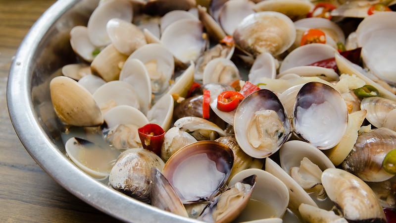 Steamed lala at Restaurant Light House Seafood at Matang, Taiping