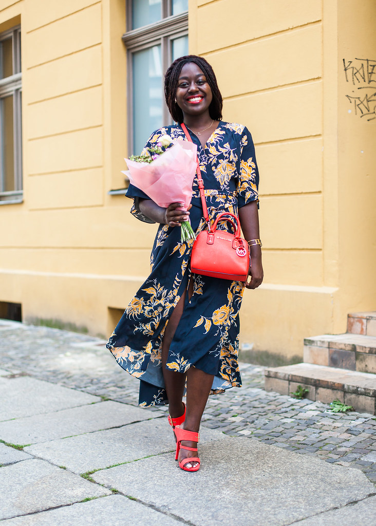 lois-floral-58  fashion week street style