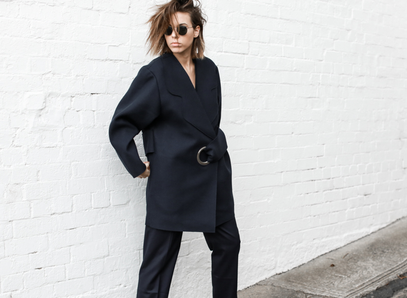 modern legacy, fashion blog, JACQUEMUS designer navy coat, oversized, buckle detail, off duty, street style (1 of 1)