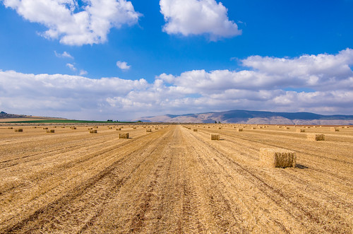 sky mountain israel nikon view straw tokina valley hay agriculture bales bale ישראל 1116 d7000