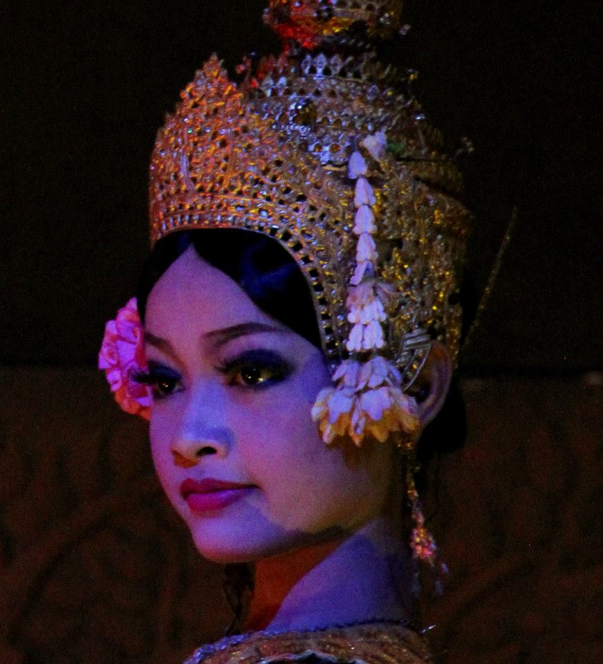 Beautiful Khmer apsara dance performer