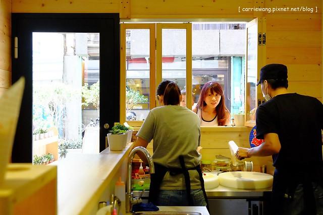 18522864063 13ca094312 z - 【台中西區】Crêpe cocoya日式可麗餅專賣店。隱藏在草悟道巷弄間的散步美食,女孩子的甜點天堂