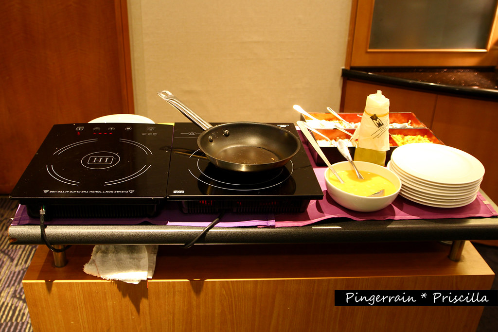 Breakfast Club Lounge - Omelette Station