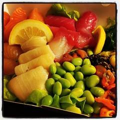 Färgglad mat måste väl vara lika nyttig som den är glädjande? #sashimi