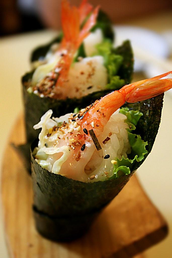 手捲,海苔皮超黏~這才叫新鮮呀!! 不過,飯多了一些,光吃這個和握壽司就飽了