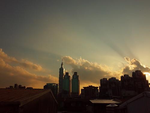 2015年7月13日、台湾・台北で撮影した夕暮れの写真