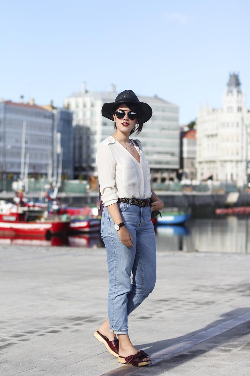 look con mom jeans, blusa vaporosa y sandalias con lazo myblueberrynightsblog