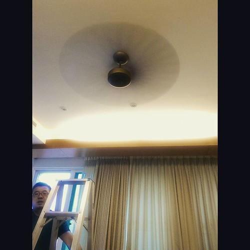 20150710 颱風天 老戴讓我們的吊扇復活了 歐耶~~  #萬能的戴門