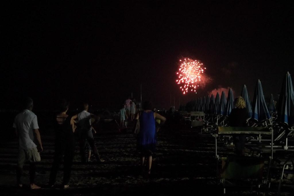 Fuochi di artificio visti dalla spiaggia