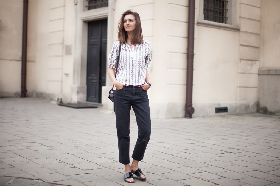 peasant-top-girlfriend-jeans-black-sliders-outfit
