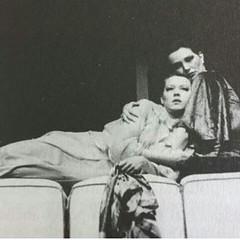 Lilian Lemmertz, mãe da querida Julinha, e Irene Ravache em cena de Teatro ! #AplausoBlogAuroradeCinema #repost de Julia Lemmertz @lemmertzju #Diva  #Atriz #história #patrimôniodoBrasil #culturabrasileira #palco #vivaoteatro #emcena