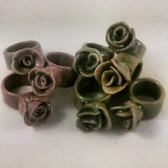 These chunky #ceramic rose #rings are providing popular in my #etsy shop at the moment, and i will be listing more of them soon in pink or green and in a range of sizes.... #jewellery #jewelry #roses #statementjewelry  #etsyau #madeinballarat