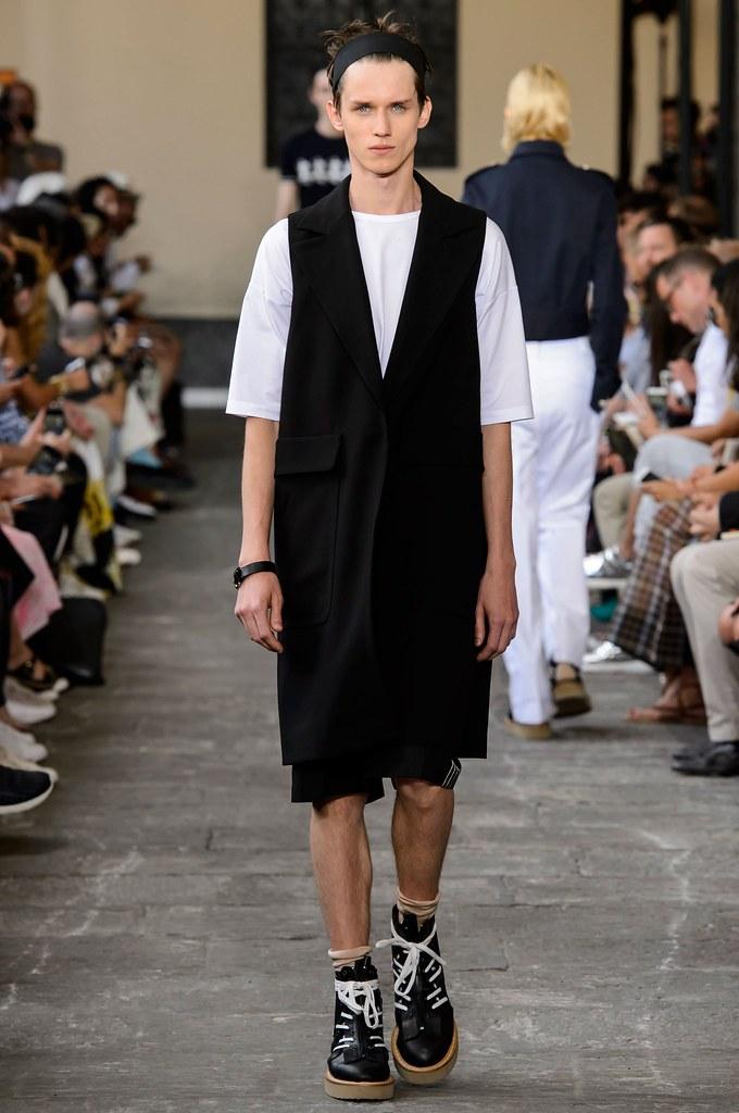 Yulian Antukh(Antuh)3170_SS16 Milan No. 21(fashionising.com)