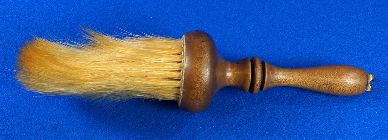 RD6913 Antique Barbers Brush Wood Handle DSC08581
