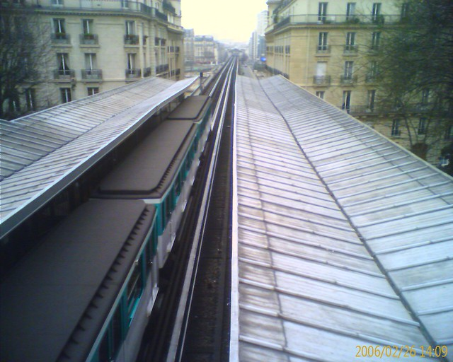 Photo:metro line 6 paris By croarty