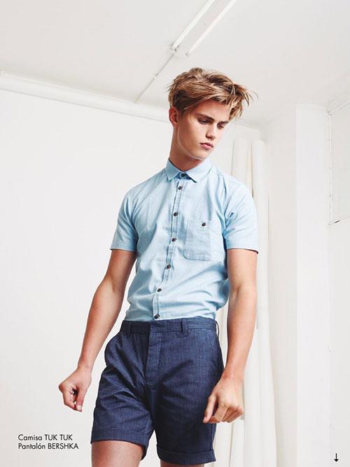 青半袖シャツ×紺リネンハーフパンツ