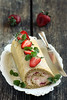 Maasika-tatrarull sefiiriga / Strawberry buckwheat swiss roll
