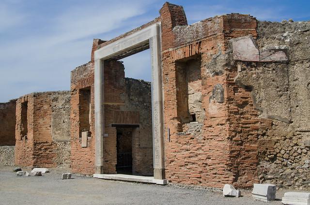 20150519-Pompeii-Edificio-di-Eumachia-0665