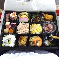 meal(0.0), lunch(1.0), ekiben(1.0), makunouchi(1.0), food(1.0), dish(1.0), cuisine(1.0), osechi(1.0), bento(1.0),