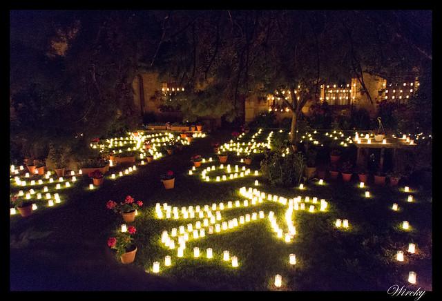 Jardín con velas