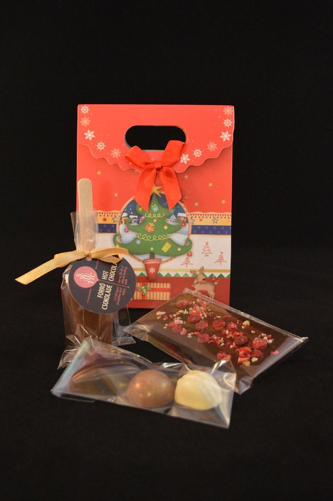 Karácsonyi csomag ünnepi tasakban
