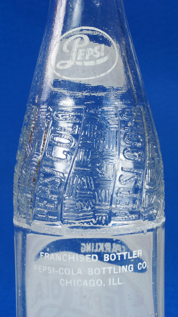 RD14691 1957 Pepsi-Cola Bottle 12 oz Raised Swirl with Painted Red & White ACL Label DSC07706