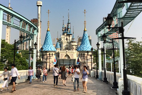 Lotte World Amusement Park, Outdoor Area