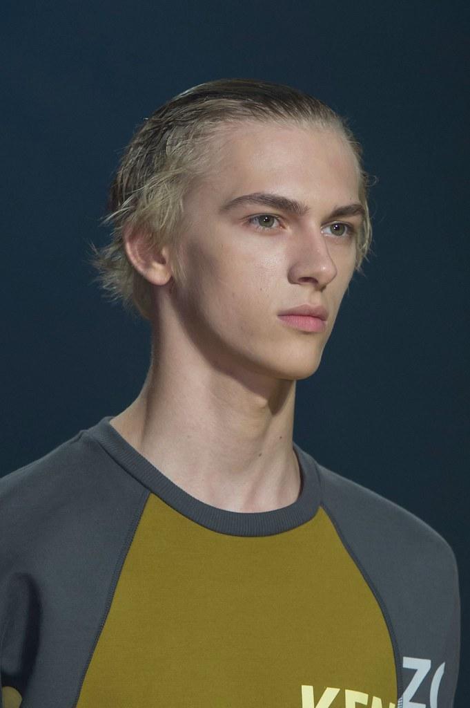 Dominik Sadoch3406_SS16 Paris Kenzo(fashionising.com)