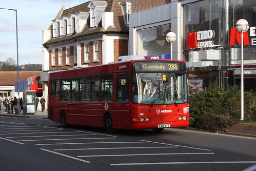 Arriva The Shires 3704 YJ06LFE