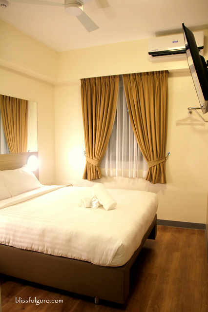 Red Planet Hotel Amorsolo Double Room