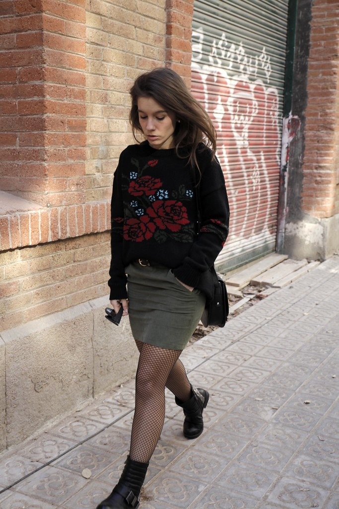 014_Flowers_sweater_streetstyle_barcelona_with_RÜGA