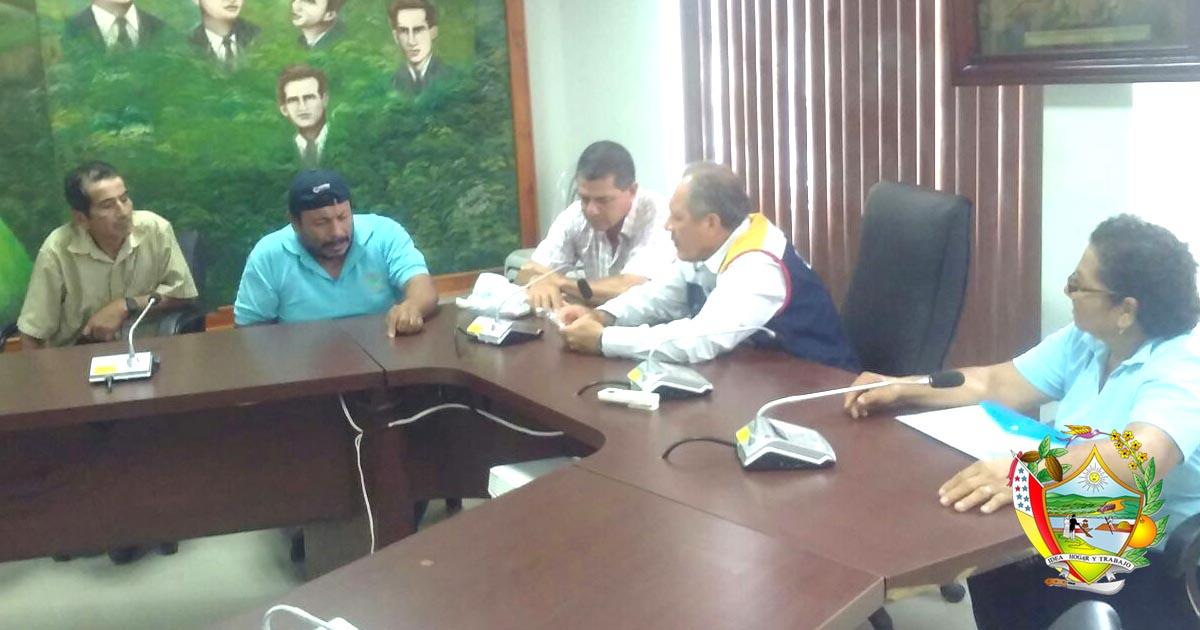 Alcalde de Chone realizó sesión de trabajo con delegación de comunidades de Río Grande
