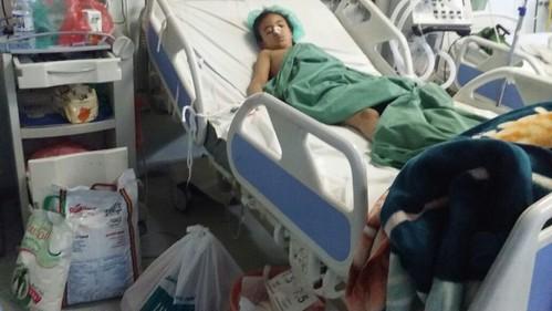 Niña hospitalizada en Yemen