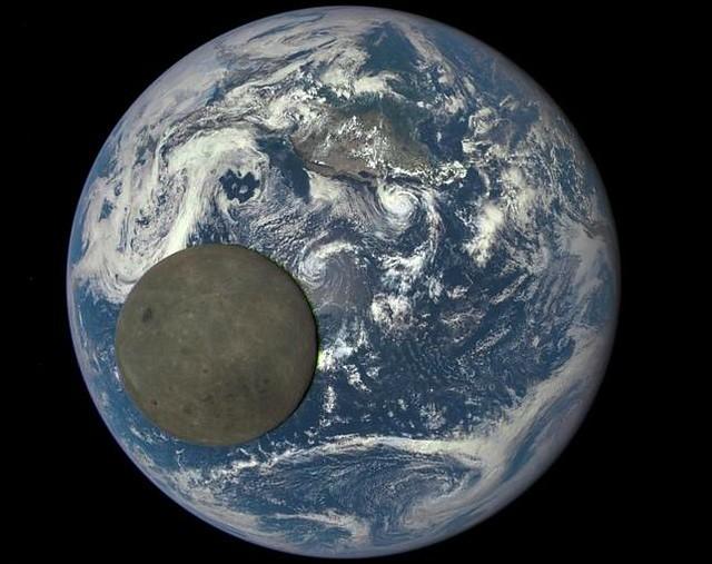 luna-cruza-tierra