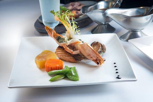 新國際西餐廳:我最喜愛的高雄牛排館,沒有之一-海鮮特餐(含海大蝦、鮮魚、帶殼鮑魚)