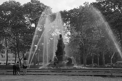 Bailey Fountain with Dog Walkers BW