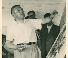 Van-Eesteren-presenteert-de-analyse-van-Amsterdam-tijdens-het-vierde-CIAM-congres-1933