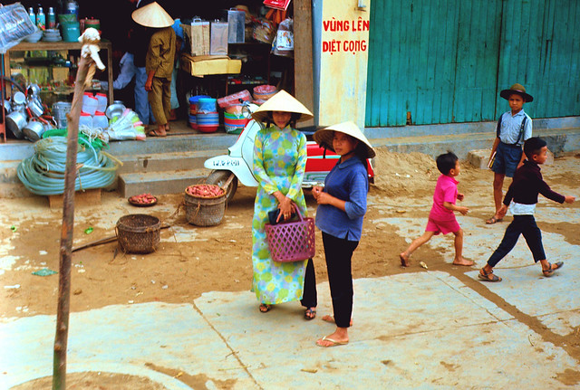 QUẢNG NGÃI 1967-68 by Larry Solie - Cảnh đường phố ở Quảng Ngãi