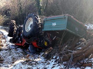 Muore schiacciato dal trattore, dopo aver perso il controllo del mezzo durante una ripida discesa